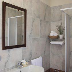 Bagno 1 asciugacapelli -doccia -lavanda